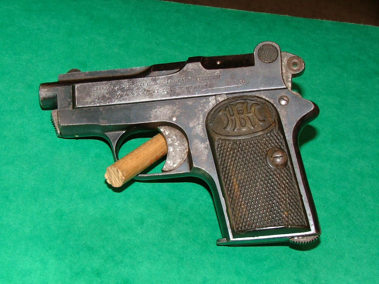 pistolet frommer stop